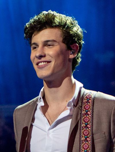 Shawn_Mendes_at_The_Queen's_Birthday_Party_(cropped_2)_R